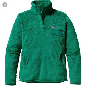 Green Patagonia Pull Over!
